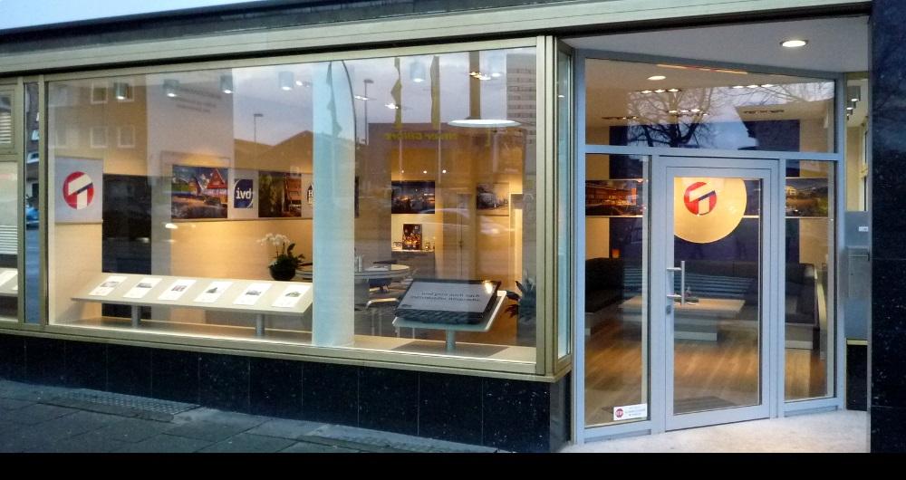 ERNA TIEDGEN AG HAMBURG I LADEN-INNENAUSBAU Fassade Wandsbeker Chaussee: Entwurf, Werkplanung, Ausschreibung, Vergabe und Bauleitung